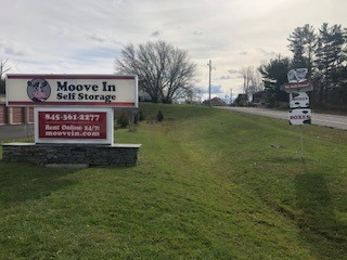 Moove In Middletown NY Front Sign